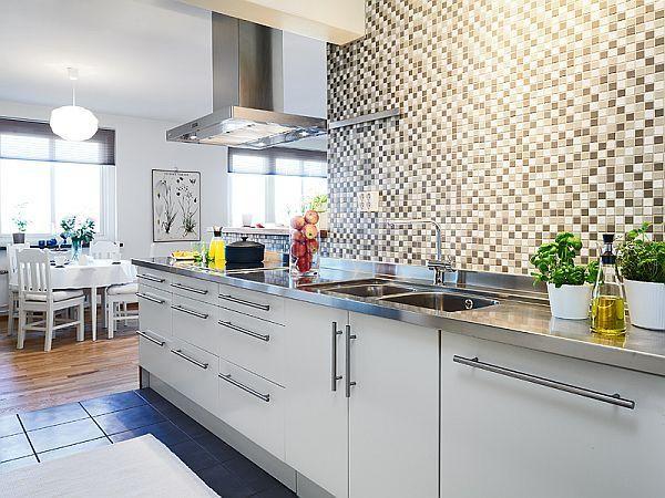 Фартук для кухни из белой мозаики
